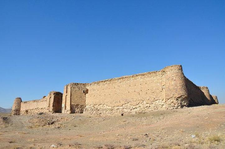 کاروانسرای قلعه سنگی نمای کلی