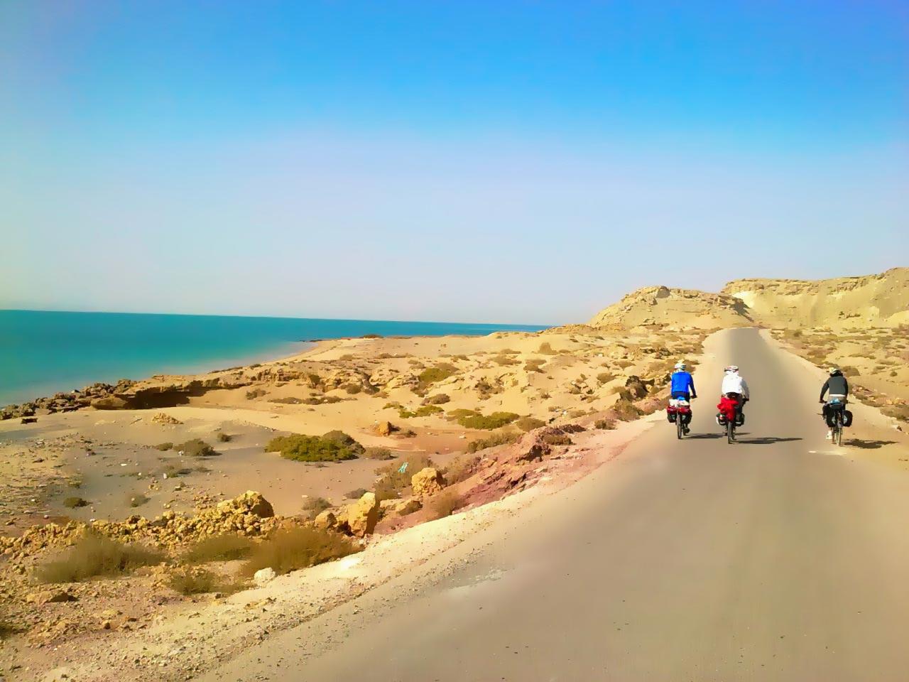 سفر با دوچزخه عکس در جزیره قشم